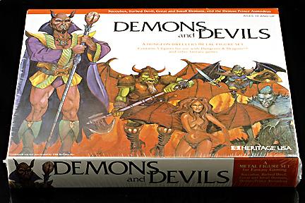 succubus miniature blister Succube insieme con altri diavoli e demoni, illustrazione per blister di miniature Dungeon Dwellers (1979) © Heritage Miniatures, TSR