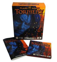 """torment Il Box cartonato di """"Planescape: Torment"""" con il suo contenuto Planescape: Torment (1999) © Interplay Inc. e Black Isle Studios"""
